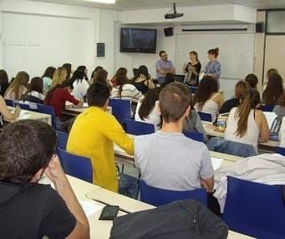 ÉXITO DE ASISTENTES EN LA PONENCIA SOBRE PRÁCTICAS INTERNACIONALES DE MEDITERRANI