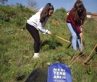 STUDENTS OF EU MEDITERRANI REALIZE A PLANTING OF TREES TO FIGHT AGAINST CLIMATE CHANGE